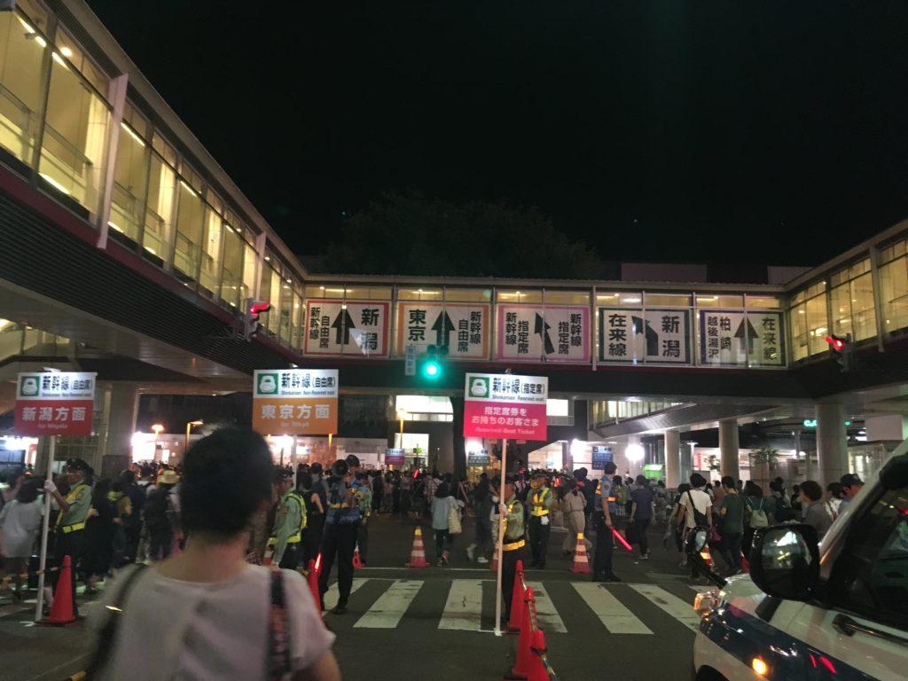 長岡花火終了後の駅整列乗車