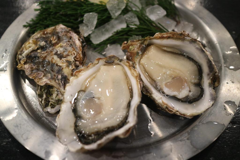 宮島牡蠣屋の生牡蠣